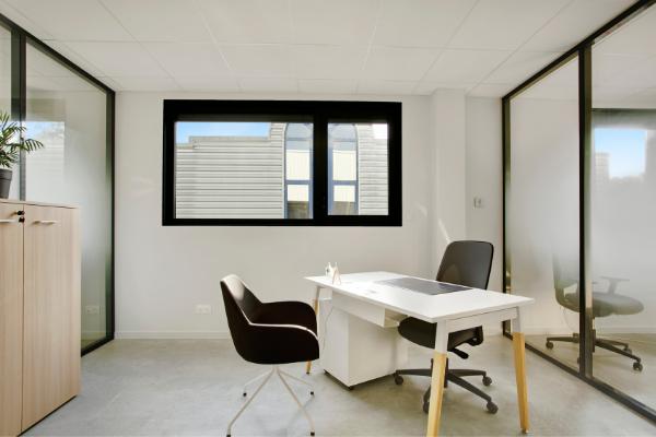 Un de nos bureaux fermés dans notre espace de coworking sur Argonay
