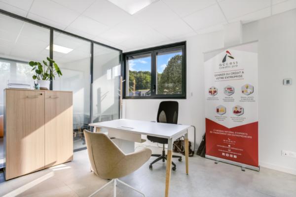 Un de nos bureaux fermés au sein de notre espace de coworking en Haute-Savoie