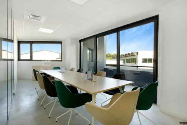 Notre salle de réunion pour travailler dans notre espace de coworking sur Annecy
